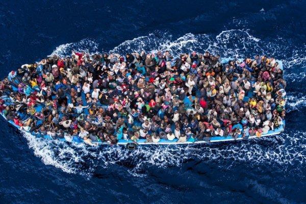 600 kişilik göçmen botu alabora oldu