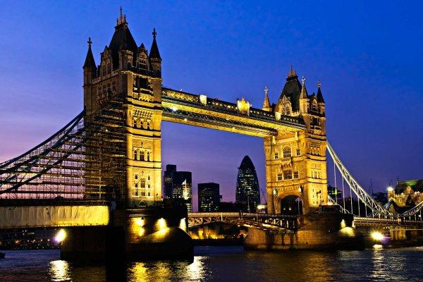Dünya devleri Londra merkezlerini kapatıyor