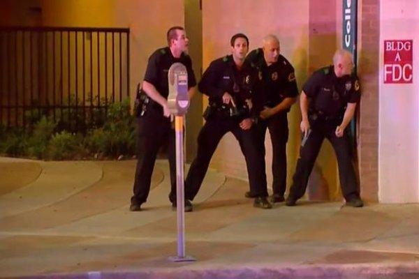 Dallas'ta keskin nişancıyı vurdular