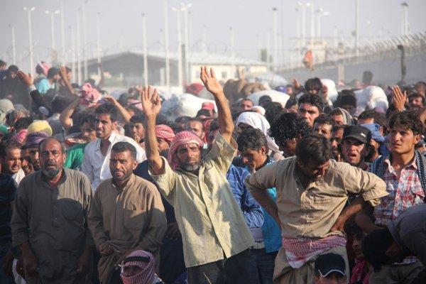 Türkiye'deki 3.7 milyon Suriyeliye maaş verilmiyor, yardım yapılıyor!