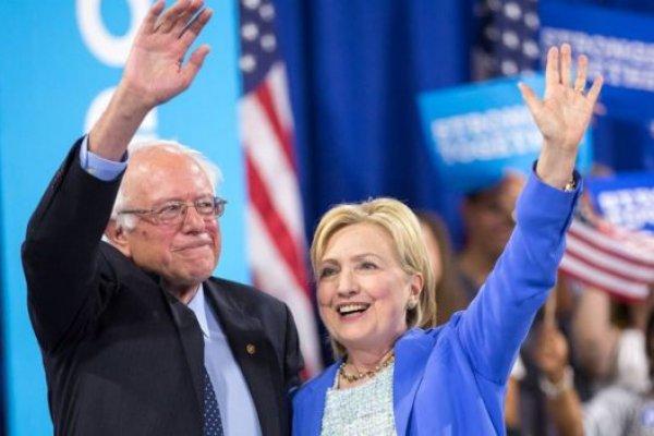Clinton resmen ilk kadın başkan adayı