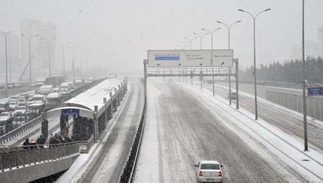 İstanbul trafiğine kar engeli