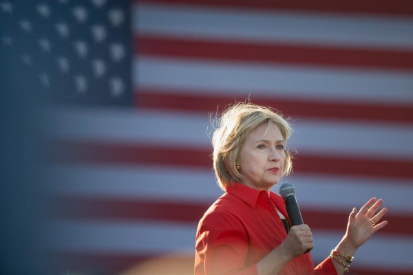 Clinton ekonomistlerin desteğini aldı