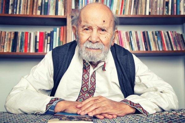 Yazar Vedat Türkali hayatını kaybetti