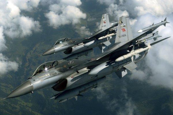 İstanbul'da alçak uçuş yapan jetler paniği