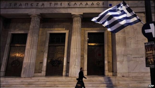 Yunanstan'da kriz bankaları vurdu