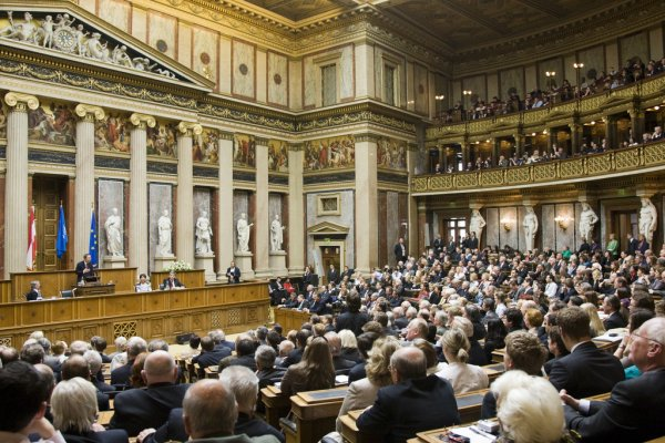 Fitch, Avusturya'nın kredi notu görünümünü yükseltti