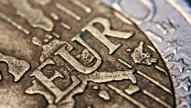 Euro dolar karşısında geriliyor
