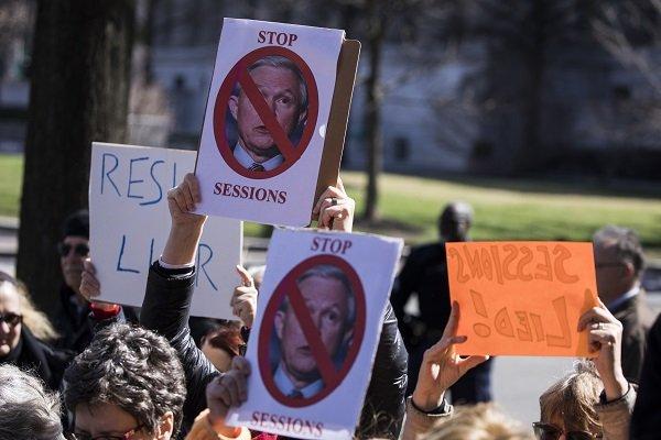 Trump istedi, Adalet Bakanı istifa etti