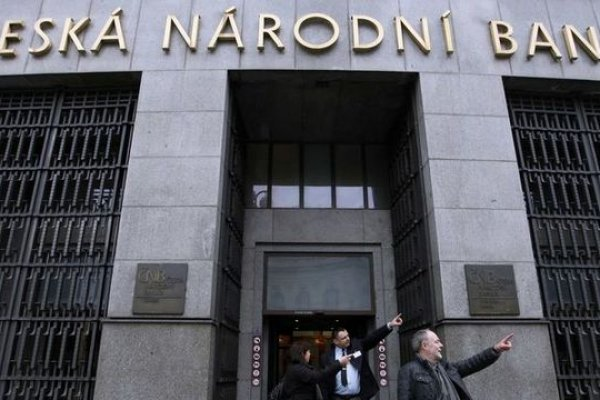 Çek Merkez Bankası kur tavanını kaldırdı