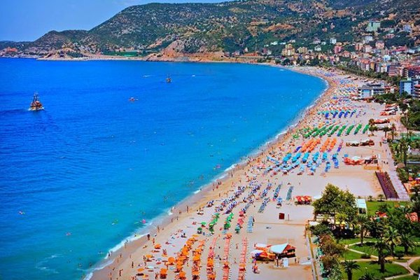 Nisan ayında Antalya'ya turist yağdı!