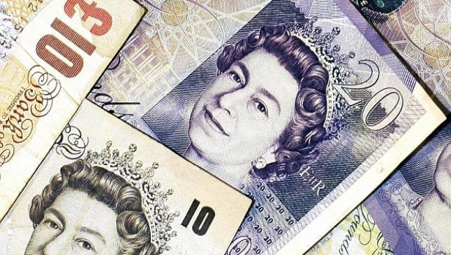 Sterlin, dolar ve euro karşısında yükseliyor