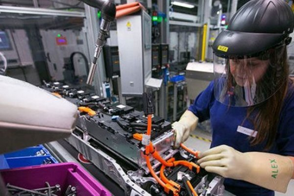 İngiltere`de sanayi üretimi beklentinin altında kaldı