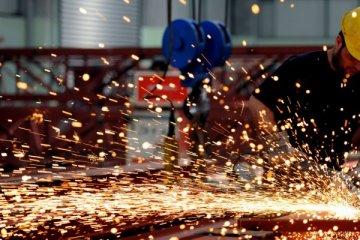 Sanayi üretimi yıllık arındırılmış yüzde 2 azaldı