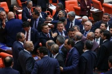 Meclis'te yine kavga