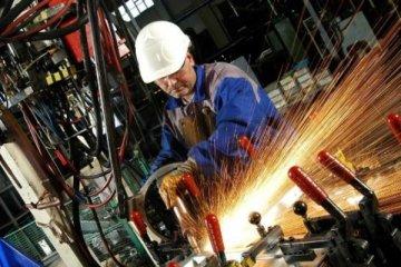 Almanya'da PMI hafif yükseldi