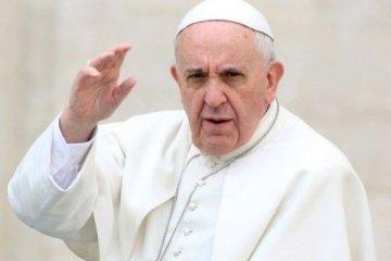 Papa bir telefon kadar yakın