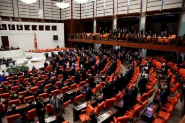 HDP Hatay Milletvekili Atay'ı yuhalayanlar Meclis'ten çıkarıldı