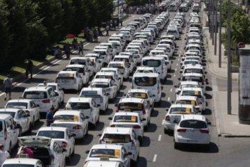 İspanyol taksiciler Uber'i protesto için yol kapattı