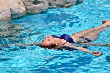 """""""Havuzda ve denizde yüzmek koronavirüs için risk oluşturmaz"""""""