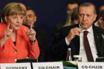 Merkel ile Erdoğan arasında Can Dündar ve Fethullah Gülen anlaşmazlığı