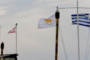 Binlerce Kıbrıslı Rum, Kuzey Kıbrıs'ta TL'ye akın ediyor