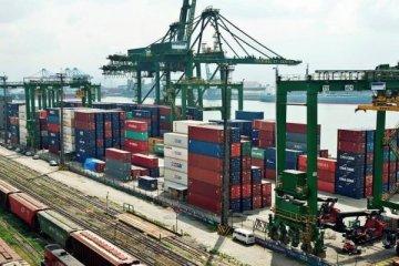 Dış ticaret açığı ithalatın etkisiyle geriliyor