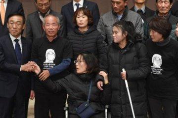 Samsung, fabrikalarında ölen işçilerin ailelerinden özür diledi