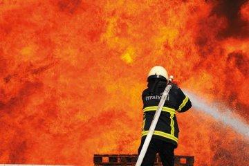 Karsu Tekstil'in deposunda yangın