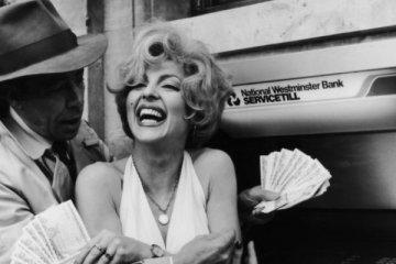 Zengin Amerikalılar parayı aşka tercih ediyor