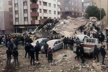 İstanbul'da 8 katlı bina çöktü