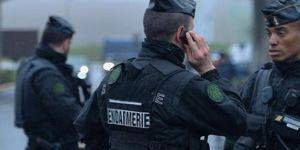 Fransa'da iki yerde kriz