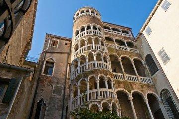 İtalya tasarruf için Rönesans dönemi binalarını satıyor