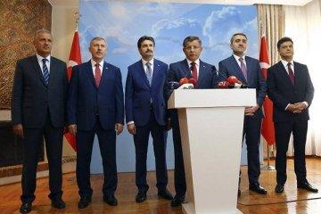 Ahmet Davutoğlu İstanbul parti binasını tuttu