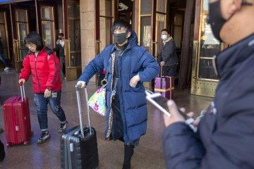 Çin'den yayılan korkunç virüs insandan insana geçiyor