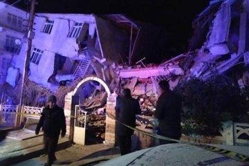 Depremde 19 kişi hayatını kaybetti 30 kişi göçük altında
