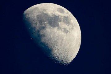 NASA Ay'da su buldu