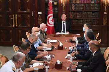 Tunus'ta 1 ay süreyle gece sokağa çıkma yasağı
