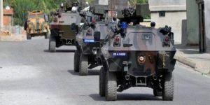 Hakkari'de polis aracına saldırı
