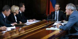 Medvedev'den Davutoğlu'na yanıt