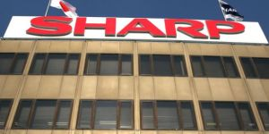 Japon devi Sharp Foxconn'a satıldı