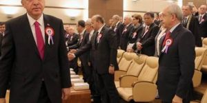 Cumhurbaşkanı CHP liderinin elini sıkmadı