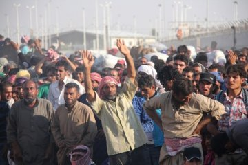 300 bin Suriyeli Türkiye sınırında