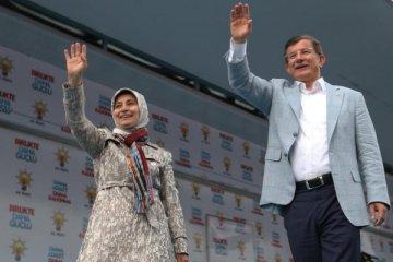 Gül'den sonra Davutoğlu'dan da YSK'ya tepki