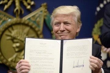 Trump, sosyal medyayı düzenleyen kararnameyi imzaladı