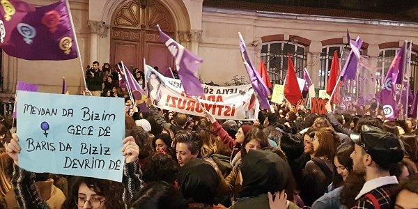8 Mart Feminist Gece Yürüyüşü'ne polis plastik mermi ile müdahale etti
