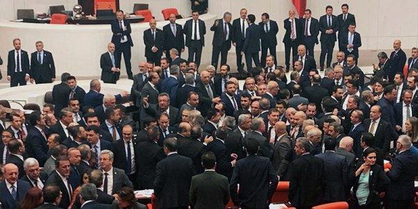 Erdoğan eleştirisi sonrası TBMM'de yumruklu kavga