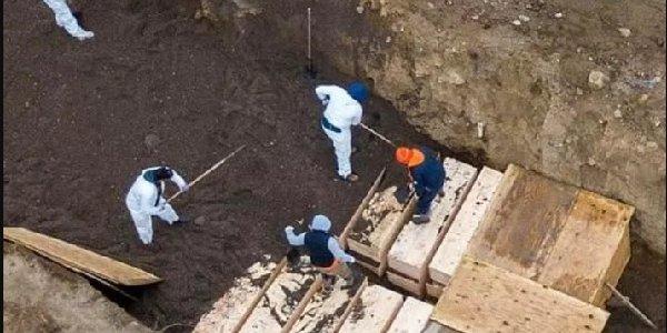 New York'a toplu mezarlar kazılmaya başladı